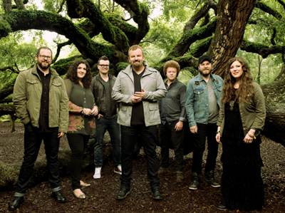 Casting Crowns (L-R): Juan DeVevo, Megan Garrett, Josh Mix, Mark Hall, Brian Scoggin, Chris Huffman, Melodee DeVevo