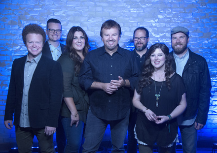 Casting Crowns (L to R): Brian Scoggin, Josh Mix, Megan Garrett, Mark Hall, Juan DeVevo, Melodee DeVevo, Chris Huffman.  – Photo Credit: David Dobson