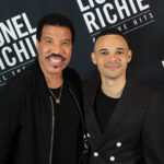 Pop icon LIONEL RICHIE and TAUREN WELLS take a moment to hang backstage at this past weekend's show in Dallas.